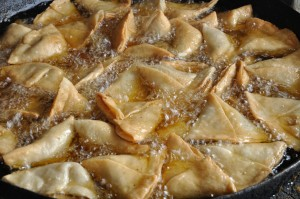 Frying_Samosas_8439
